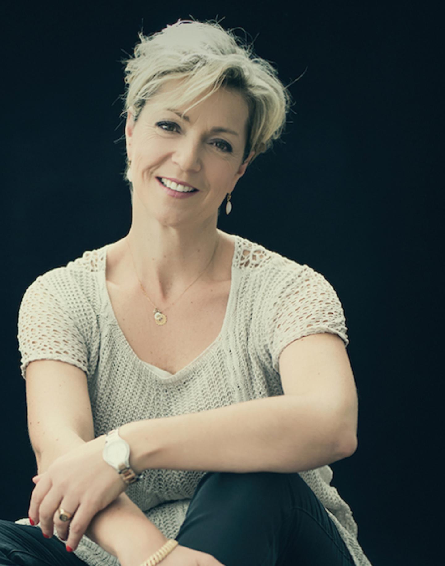 Valérie Cesmat - Sophrologue psycho-comportemental et massothérapeute à Lyon.